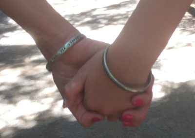 Holding hands with someone you love - Mother Daughter bracelett Carry Happiness